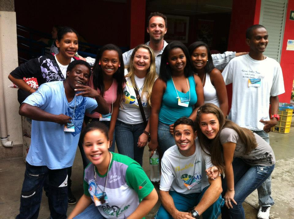 Jovens evangelizando jovens